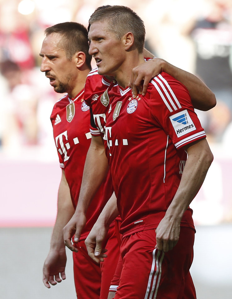 Photo - Bayern's Bastian Schweinsteiger celebrates after scoring his side's fourth goal besides team mate Franck Ribery of France during the German first division Bundesliga soccer match between FC Bayern Munich and SV Werder Bremen in Munich, southern Germany, Saturday, April 26, 2014. (AP Photo/Matthias Schrader)