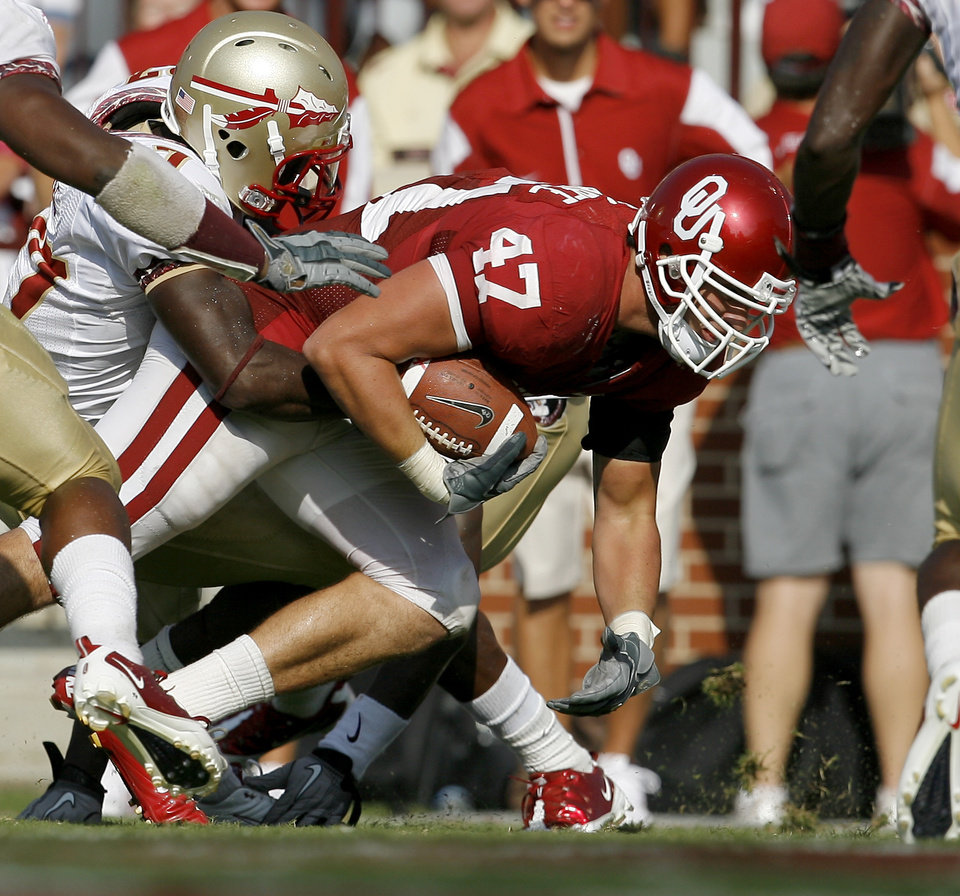 Photo - OU's Trent Ratterree scoes a touchdown in front of Florida State's Xavier Rhodes during the second half of the college football game between the University of Oklahoma Sooners (OU) and Florida State University Seminoles (FSU) at the Gaylord Family-Oklahoma Memorial Stadium on Saturday, Sept. 11, 2010, in Norman, Okla.   Photo by Bryan Terry, The Oklahoman