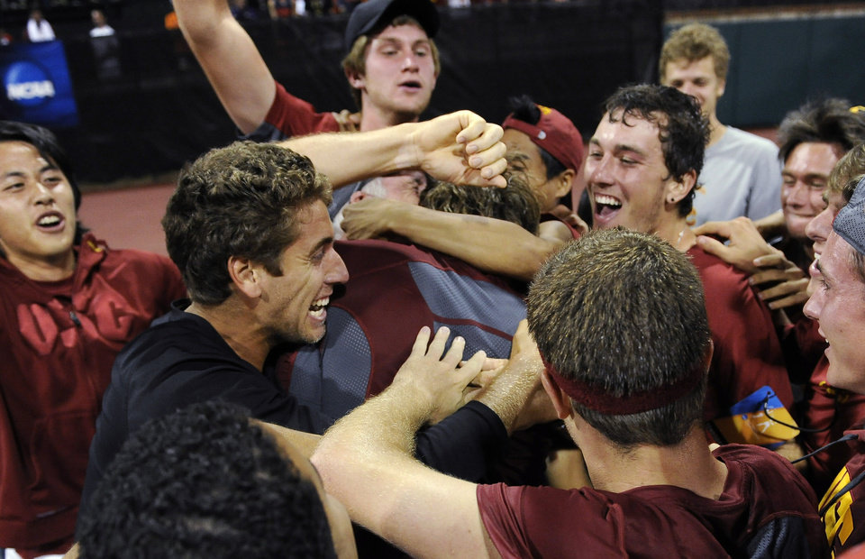 Photo - USC celebrates their win over Oklahoma after a men's team singles match in the NCAA Division I tennis championships, Tuesday, May 20, 2014, in Athens, Ga. (AP Photo/David Tulis)