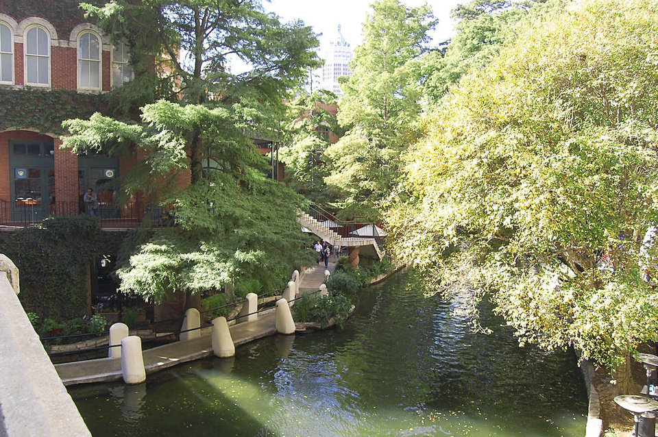 San Antonio's River Walk connects many of the city's family-friendly sites.