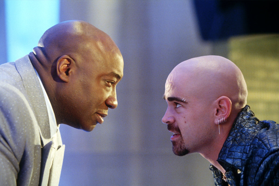 Photo - In this undated movie still provided by Twentieth Century Fox, the crime lord Kingpin, played by Michael Clarke Duncan, left, hires Bullseye, played by Colin Farrell, in a scene from the movie