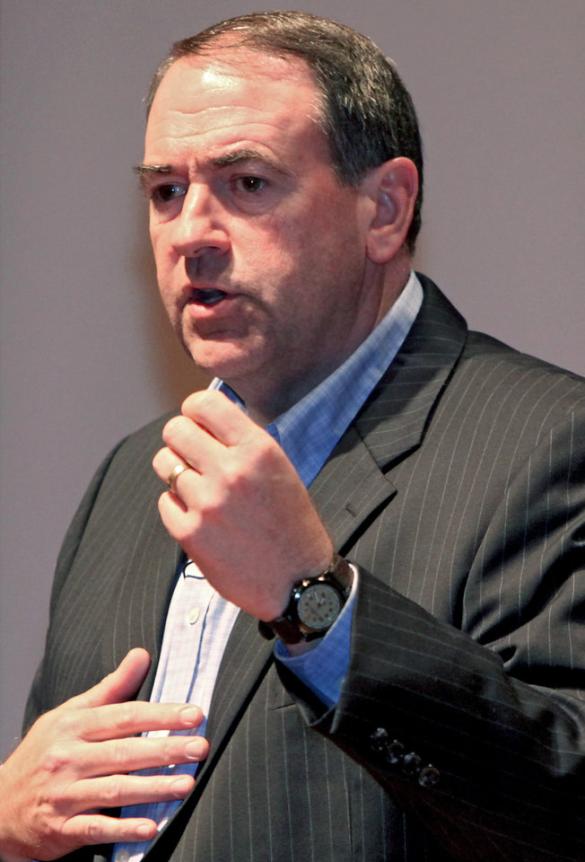 Photo - STATE VISIT: Former Arkansas Governor Mike Huckabee speaks to high school students at Oklahoma Christian University in Edmond on Sunday, July 12, 2008. By John Clanton, The Oklahoman ORG XMIT: KOD