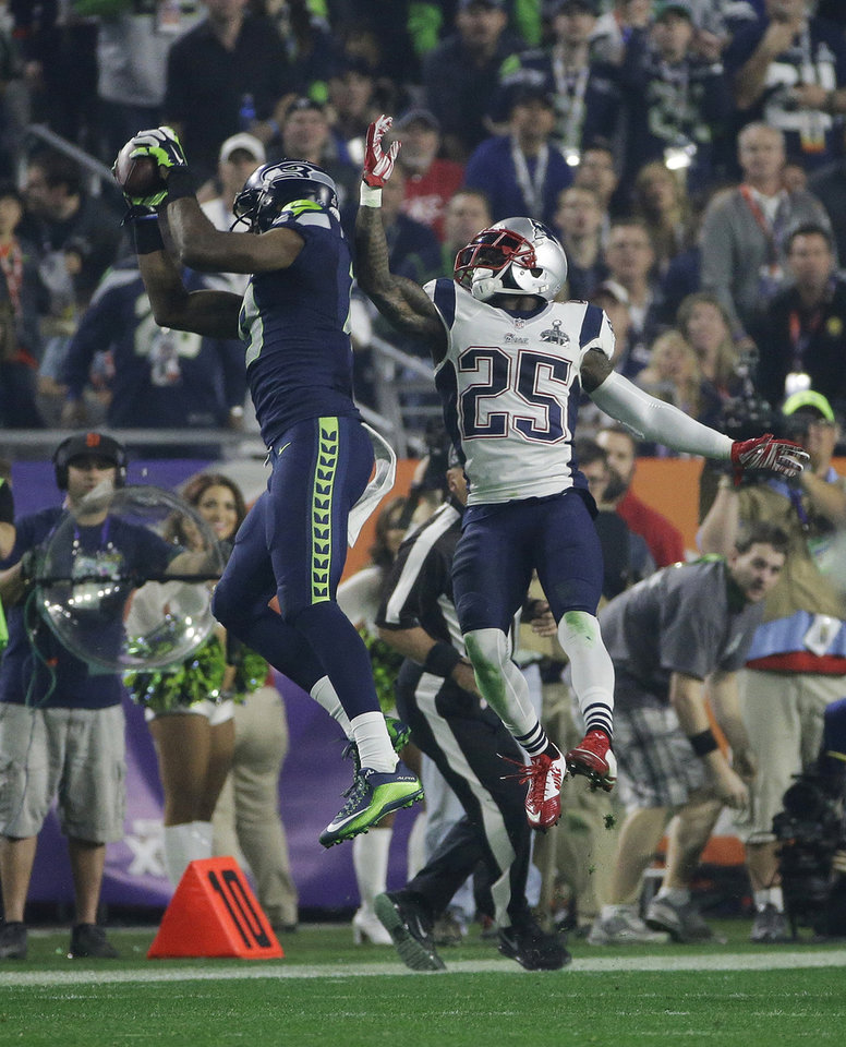Photo - Seattle Seahawks wide receiver Chris Matthews, left, catches a pass in front of New England Patriots cornerback Kyle Arrington (25) during the second half of NFL Super Bowl XLIX football game Sunday, Feb. 1, 2015, in Glendale, Ariz. (AP Photo/Kathy Willens)