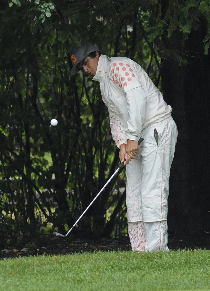 Photo - Rickie Fowler chips to the first green from the tree line during the final round of the BMW Championship golf tournament at Conway Farms Golf Club in Lake Forest, Ill., Sunday Sept. 15, 2013. (AP Photo/Matt Marton)