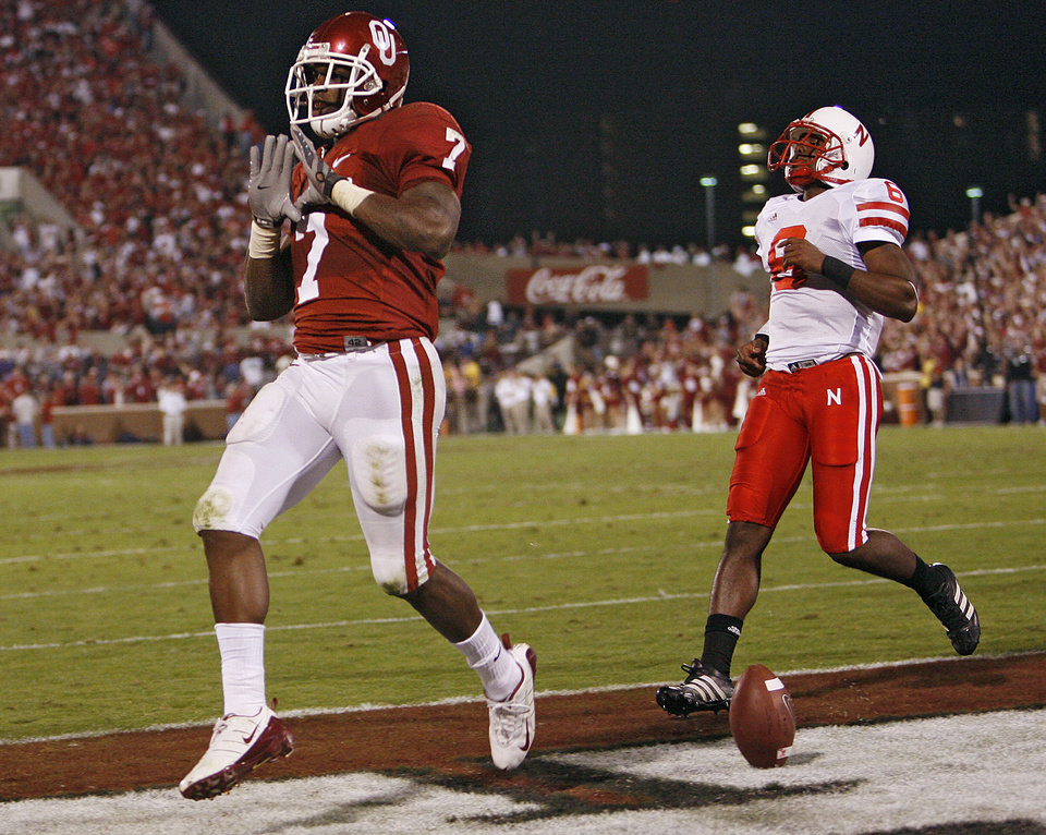 Oklahoma's DeMarco Murry (7) reacts as he scores a touchdown in front of Nebraska's Armando Murillo (6) during the first half of the college football game between the University of Oklahoma Sooners (OU) and the University of Nebraska Huskers (NU) at the Gaylord Family Memorial Stadium, on Saturday, Nov. 1, 2008, in Norman, Okla. 