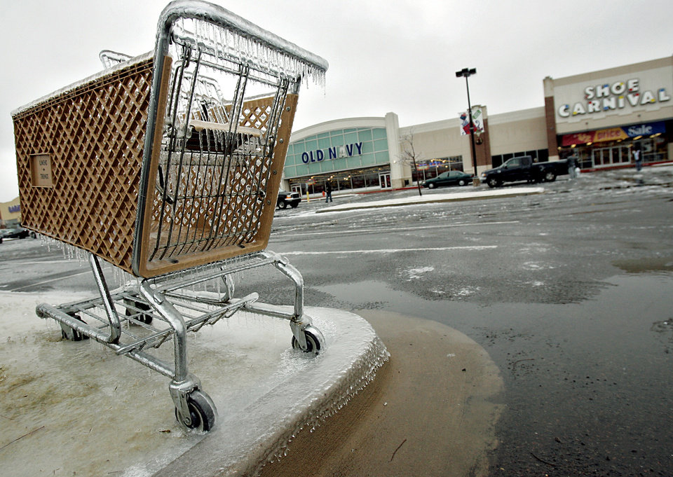 WINTER / COLD / WEATHER, ICE STORM: A frozen shopping cart sits unused outside stores at Belle Isle Station in Oklahoma City on Monday, Dec. 10, 2007. By John Clanton, The Oklahoman ORG XMIT: KOD