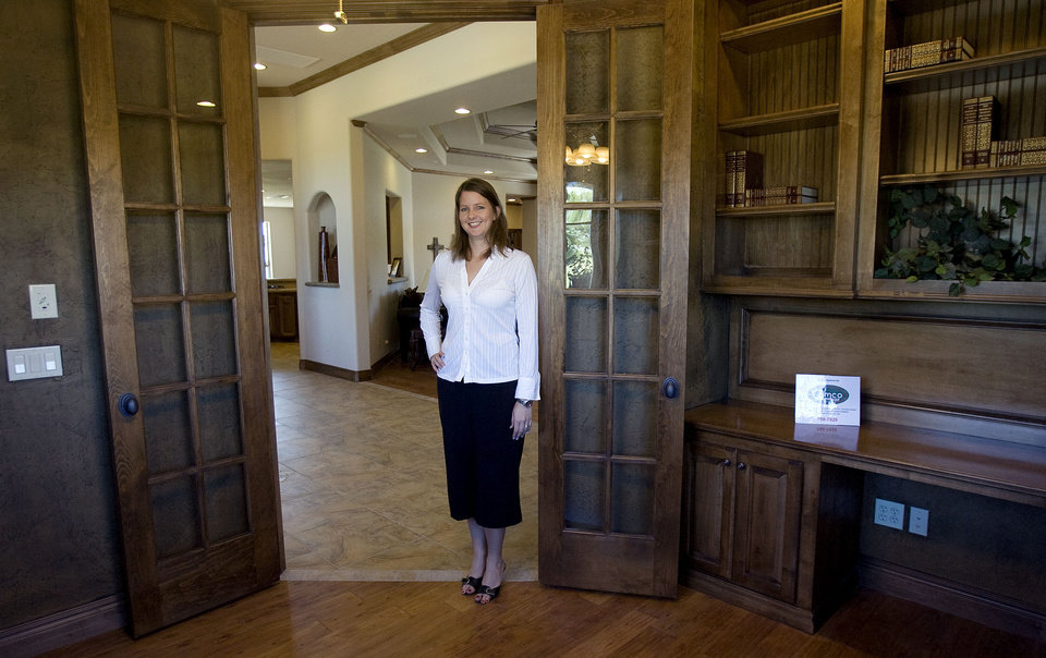 Gemini Realtors' Jennifer Maddox stands in the study of a home built by Josh Simmons in the Williamson Farms housing addition in Oklahoma City, Tuesday, September, 16, 2008. The house is part of the Parade of Homes. BY SARAH PHIPPS, THE OKLAHOMAN