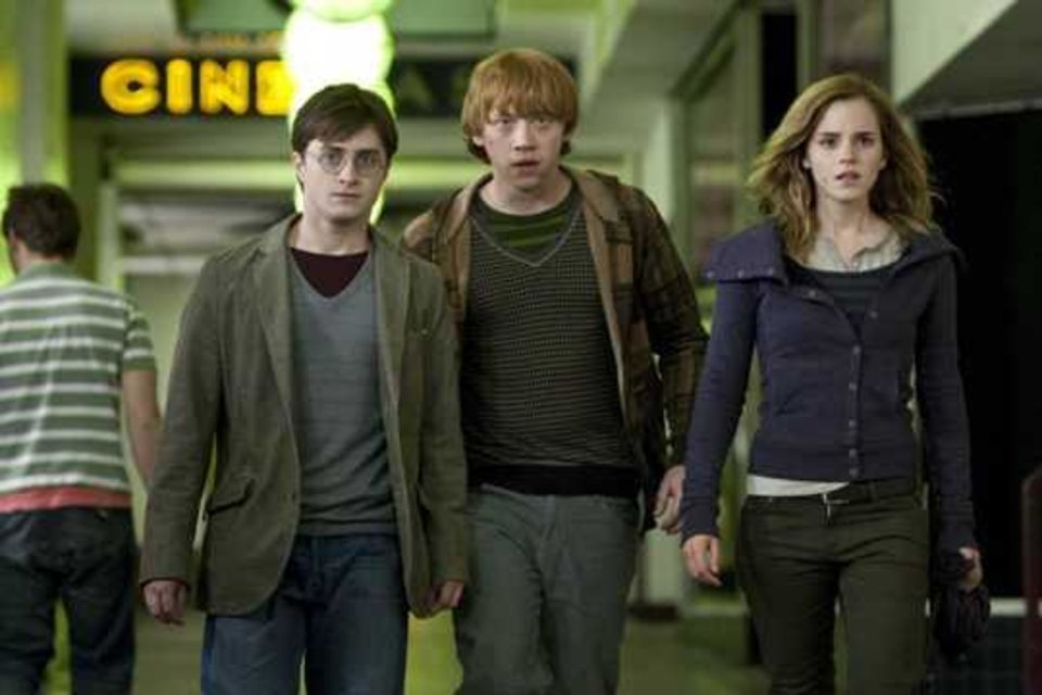 """Photo -  (L-r) DANIEL RADCLIFFE as Harry Potter, RUPERT GRINT as Ron Weasley and EMMA WATSON as Hermione Granger in Warner Bros. Pictures' fantasy adventure """"Harry Potter and the Deathly Hallows – Part 1."""" PHOTOGRAPHS TO BE USED SOLELY FOR ADVERTISING, PROMOTION, PUBLICITY OR REVIEWS OF THIS SPECIFIC MOTION PICTURE AND TO REMAIN THE PROPERTY OF THE STUDIO. NOT FOR SALE OR REDISTRIBUTION."""