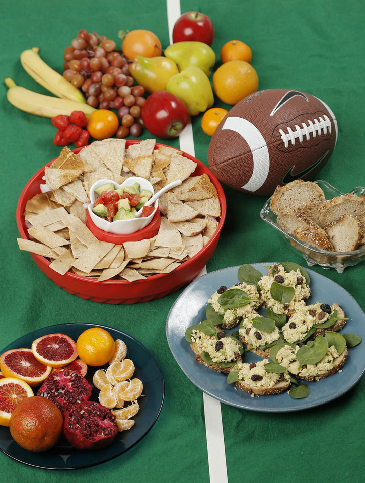 Photo - Fresh fruit, hummus and pita chips and baked chips with guacamole help make a Super Bowl spread more healthful.  DOUG HOKE - THE OKLAHOMAN