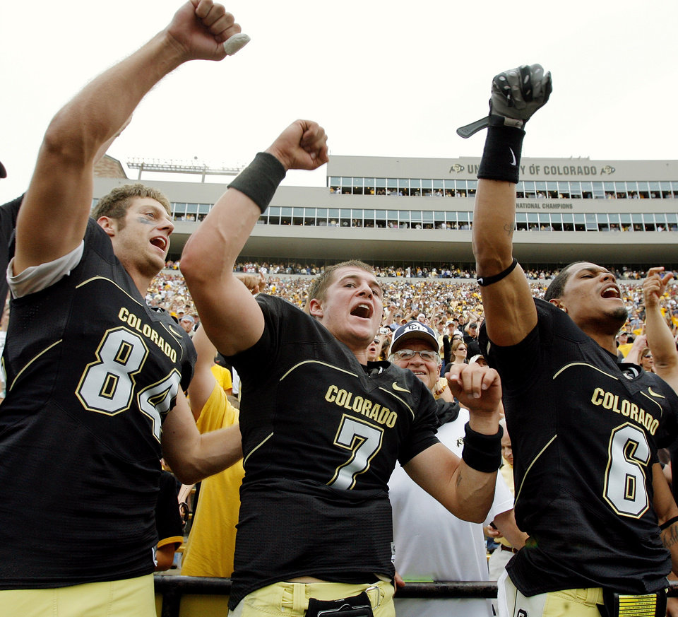 Photo - CU's Tyson DeVree (84), Cody Hawkins (7) and Gardner McKay (6) sing the University of Colorado's fight song after beating the University of Oklahoma Sooners (OU) at Folsom Field in Boulder, Co., on Saturday, Sept. 28, 2007. Colorado won, 27-24. By NATE BILLINGS, The Oklahoman