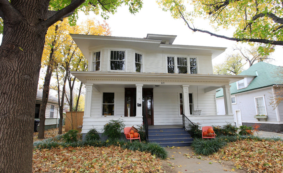 Photo - Steve and Lynette Mathis's American Foursquare at 819 NW 16 will be among several houses on the annual Mesta Park Holiday Home Tour Dec. 7-8.  PAUL B. SOUTHERLAND - The Oklahoman