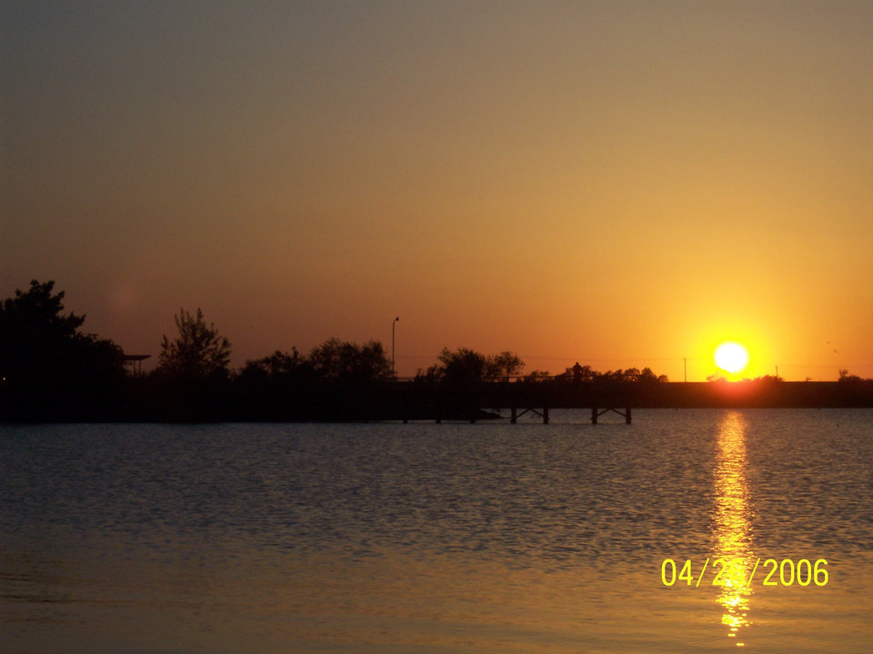 el reno lake sunset<br/><b>Community Photo By:</b> melanie coffey el reno ,ok<br/><b>Submitted By:</b> melanie,