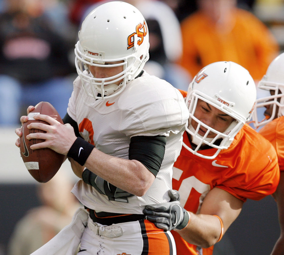 Photo - ORANGE AND WHITE GAME, OSU, COLLEGE FOOTBALL: Jamie Blatnick (50) sacks quarterback Alex Cate (3)  during the Oklahoma State University Orange and White spring football scrimmage at Boone Pickens Stadium in Stillwater, Okla., Saturday, April 12, 2008. BY MATT STRASEN, THE OKLAHOMAN ORG XMIT: KOD