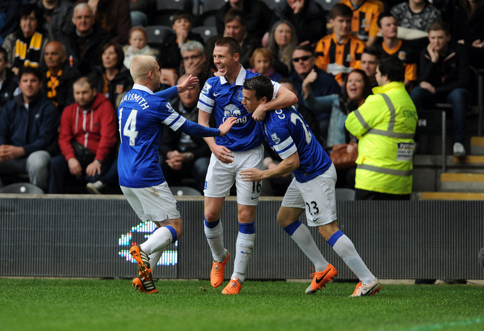 Photo - Everton's James McCarthy, centre, celebrates with teammates Steven Naismith, left, and Seamus Coleman after scoring his side's first goal during their English Premier League soccer match against Hull City at KC Stadium, Hull, England, Sunday, May 11, 2014. (AP Photo/Anna Gowthorpe, PA Wire)    UNITED KINGDOM OUT   -   NO SALES    -    NO ARCHIVES