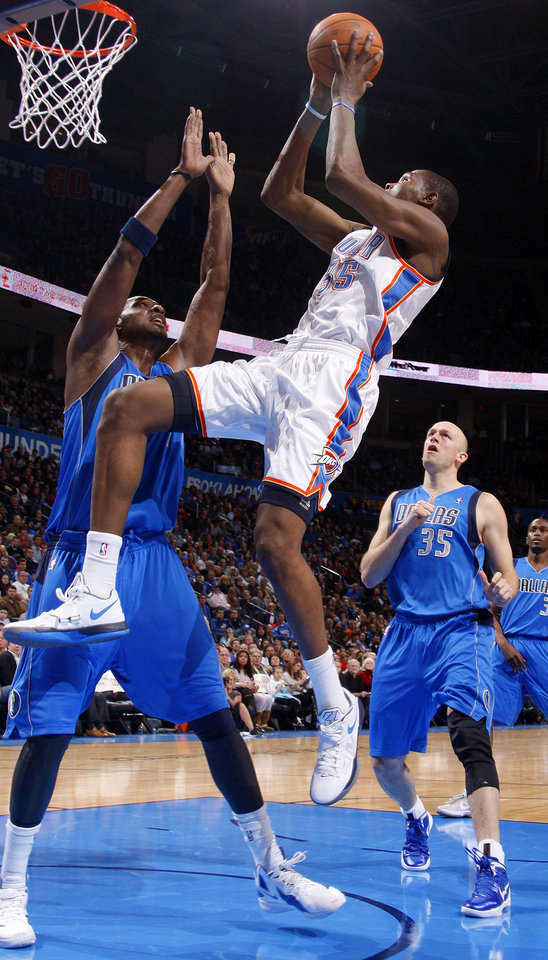 Photo - Oklahoma City's' Kevin Durant (35) goes between Dallas' Lamar Odom (7) and Brian Cardinal (35) during a preseason NBA game between the Oklahoma City Thunder and the Dallas Mavericks at Chesapeake Energy Arena in Oklahoma City, Tuesday, Dec. 20, 2011. Photo by Bryan Terry, The Oklahoman