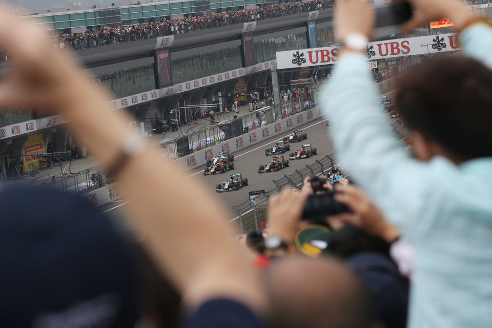 Photo - Mercedes driver Lewis Hamilton of Britain leads at the start of the Chinese Formula One Grand Prix at Shanghai International Circuit in Shanghai, Sunday, April 20, 2014. (AP Photo/Eugene Hoshiko)