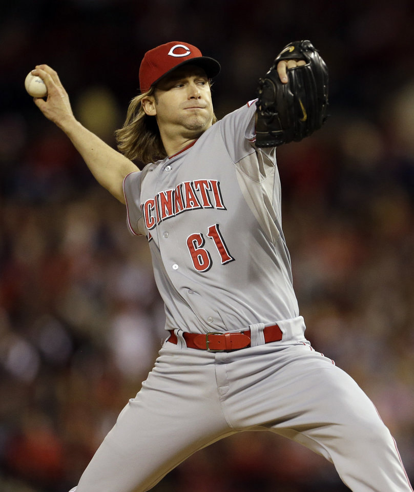 Photo -   Cincinnati Reds starting pitcher Bronson Arroyo throws during the first inning of a baseball game against the St. Louis Cardinals, Monday, Oct. 1, 2012, in St. Louis. (AP Photo/Jeff Roberson)