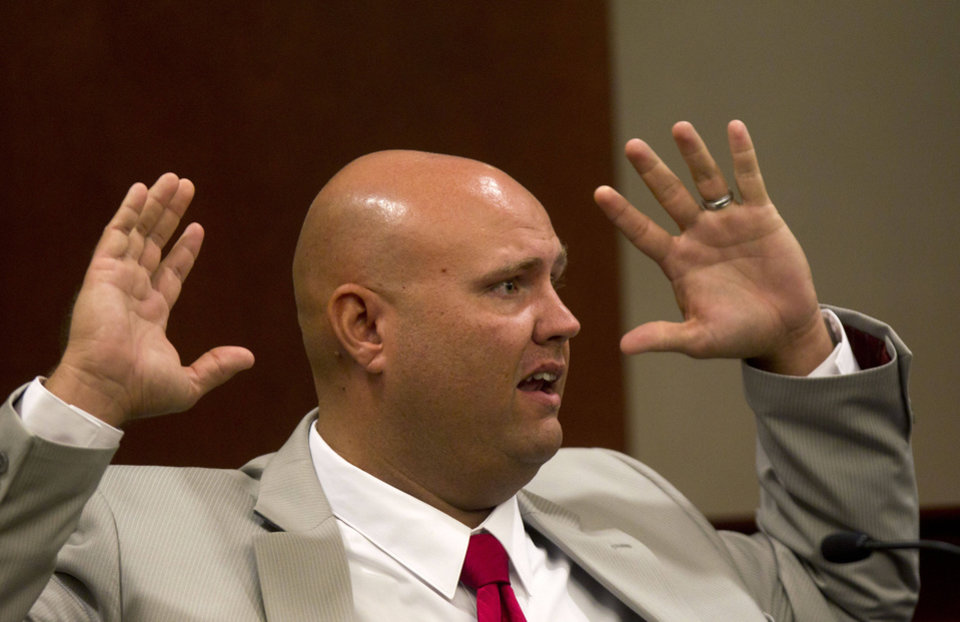 Photo -   Paulding County sherriff's invistigator Kyle Shelton testifies in a courtroom during a hearing for Paul and Sheila Comer in Dallas, Ga., Thursday, Oct. 4, 2012. The Comers are accused of locking their teenaged son in a bedroom with little food for years. (AP (AP Photo/John Bazemore)