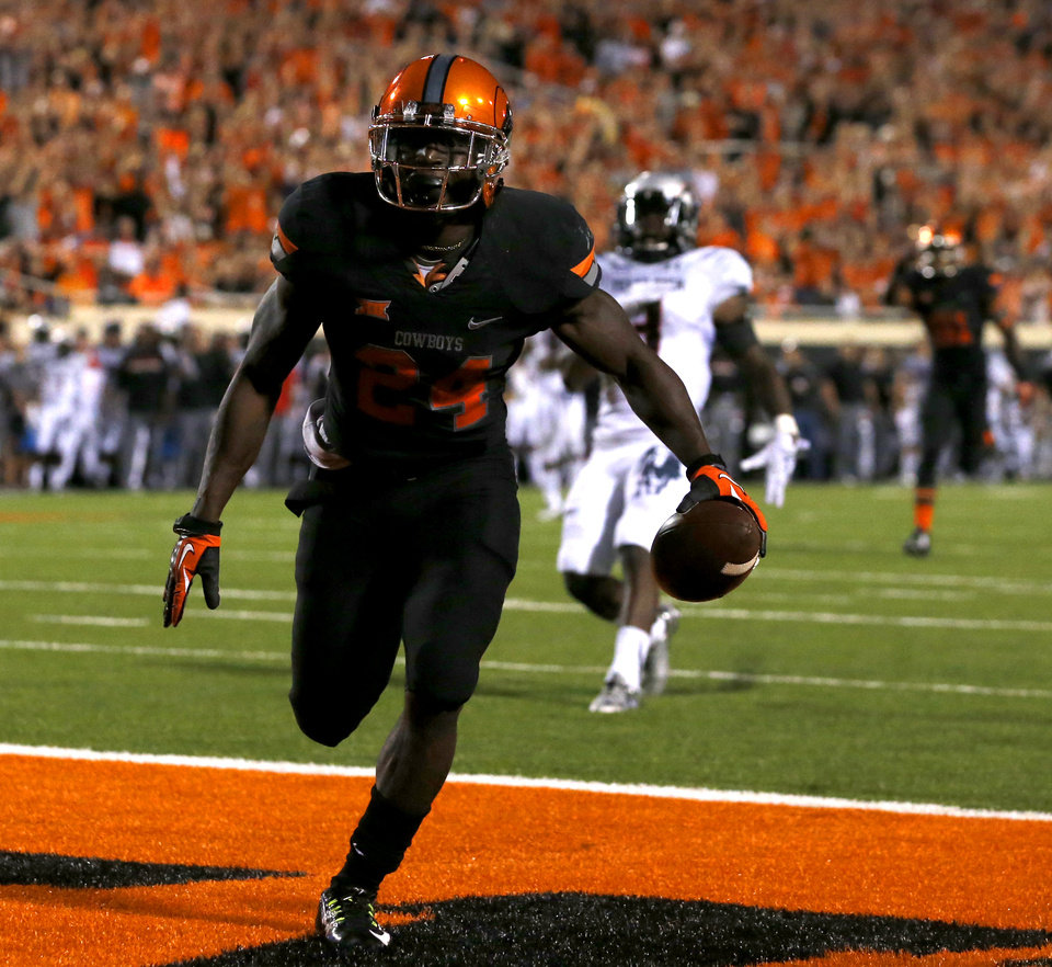 Photo - Oklahoma State's Tyreek Hill (24) scores a touchdown during a college football game between the Oklahoma State Cowboys (OSU) and the Texas Tech Red Raiders at Boone Pickens Stadium in Stillwater, Okla., Thursday, Sept. 25, 2014. Photo by Bryan Terry, The Oklahoman