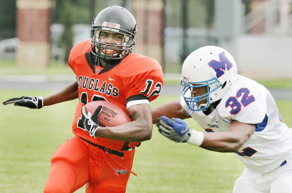 Photo - Douglass' Cortez Threatt, left, finished the 2008 season with 99 carries for 1,188 yards as part of a three-back tandem. PHOTO BY STEVE GOOCH, THE OKLAHOMAN ARCHIVE