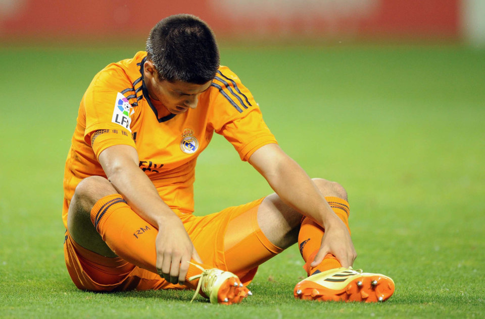 Photo - Real Madrid's forward Alvaro Morata reacts, during a Spanish La Liga soccer match against Real Valladolid,  at the Jose Zorrilla stadium in Valladolid, Spain, Wednesday, May 7, 2014. (AP Photo/Israel L. Murillo)