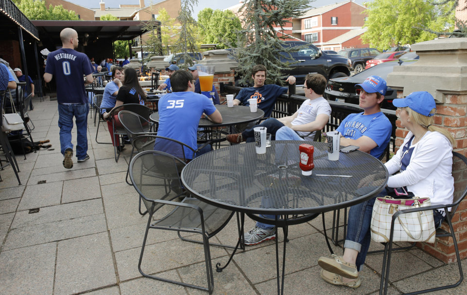 Photo -  Mandi and Chris Orcutt have dinner April 21 at Deep Deuce Grill before Game 2 of the Thunder's playoff series with Memphis. Photo by Doug Hoke, The Oklahoman   DOUG HOKE -