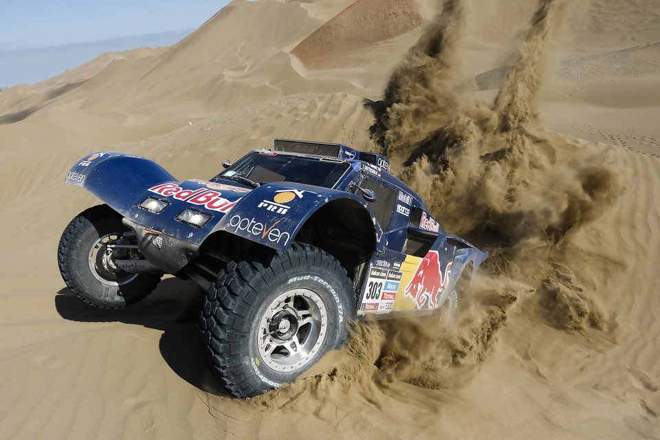 Photo - Carlos Sainz of Spain and co-pilot Timo Gottschalk of Germany drive their buggy through the dunes during the tenth stage of the Dakar Rally between the cities of Iquique and Antofagasta, Chile, Wednesday, Jan. 15, 2014. (AP Photo/Victor R. Caivano)