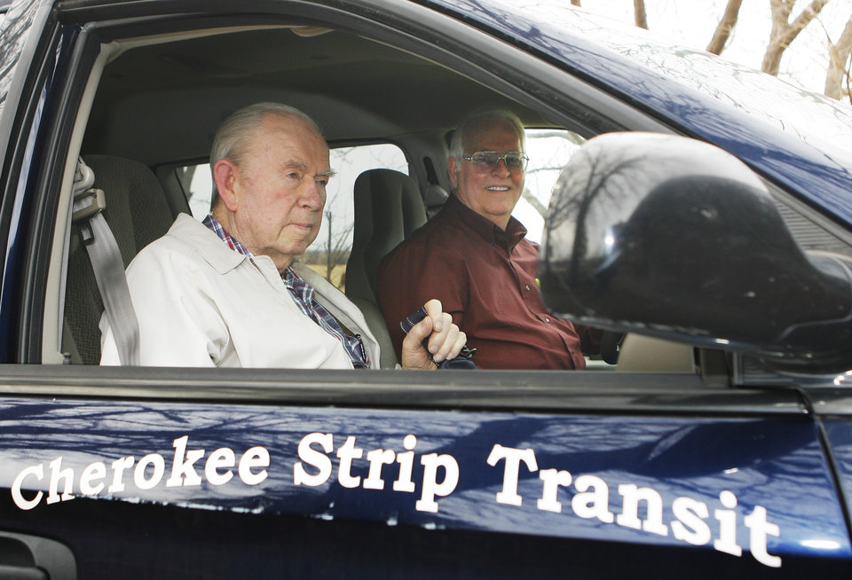 Photo - FORMER GOV.: Former Oklahoma Governor Henry Bellmon gets a ride with Cherokee Strip Transit driver Don Todd, Monday, February 23, 2009. By David McDaniel, The Oklahoman. ORG XMIT: KOD