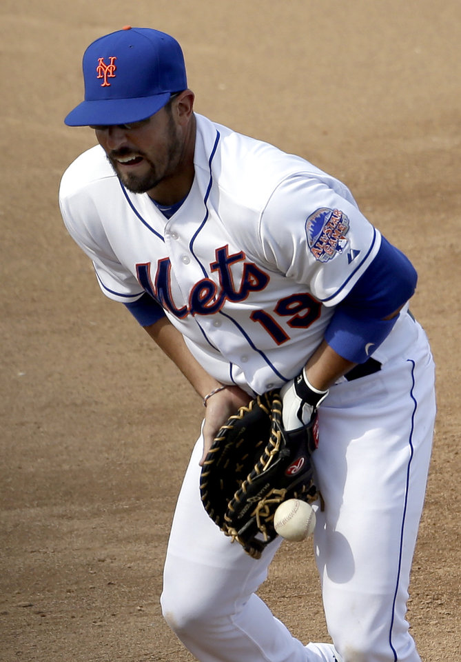 New York Mets first baseman Zach Lutz commits an error, allowing Houston Astros' Fernando Martinez to reach base, during the sixth inning of an exhibition spring training baseball game on Saturday, March 9, 2013, in Port St. Lucie, Fla. (AP Photo/Jeff Roberson)