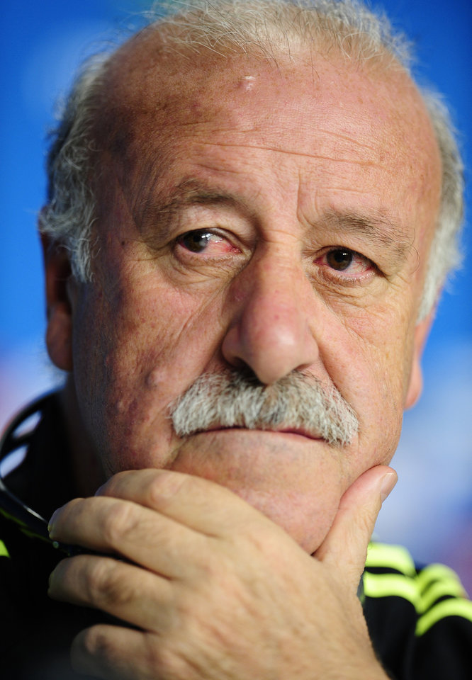 Photo - Spain's head coach Vicente del Bosque gestures during during an official press conference the day before the group B World Cup soccer match between Spain and Australia at the Arena da Baixada stadium in Curitiba, Brazil, Sunday, June 22, 2014. Spain will play in group B of the Brazil 2014 World Cup. (AP Photo/Manu Fernandez)