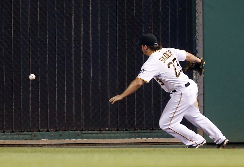 Photo - Pittsburgh Pirates right fielder Travis Snider chases after the ball hit by Atlanta Braves' B.J. Upton for a single that drove in a run in the fifth inning of the baseball game on Tuesday, Aug. 19, 2014, in Pittsburgh. (AP Photo/Keith Srakocic)