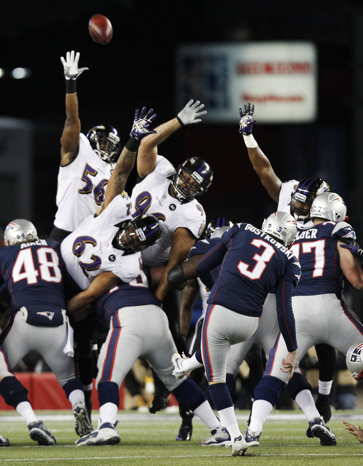 New England Patriots kicker Stephen Gostkowski (3) kicks a 32-yard field goal during the first half of the NFL football AFC Championship football game against the Baltimore Ravens in Foxborough, Mass., Sunday, Jan. 20, 2013. (AP Photo/Stephan Savoia)