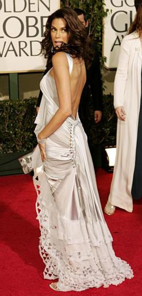 "Teri Hatcher, nominated for best actress in a musical or comedy series for her work on ""Desperate Housewives"" arrives for the 62nd Annual Golden Globe Awards on Sunday, Jan. 16, 2005, in Beverly Hills, Calif. (AP Photo/Kevork Djansezian)"