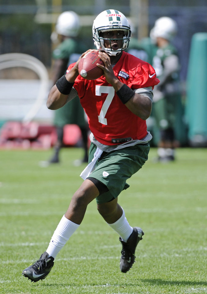 Photo - New York Jets quarterback Geno Smith rolls out to pass during NFL football practice Wednesday, June 5, 2013, in Florham Park, N.J. (AP Photo/Bill Kostroun)