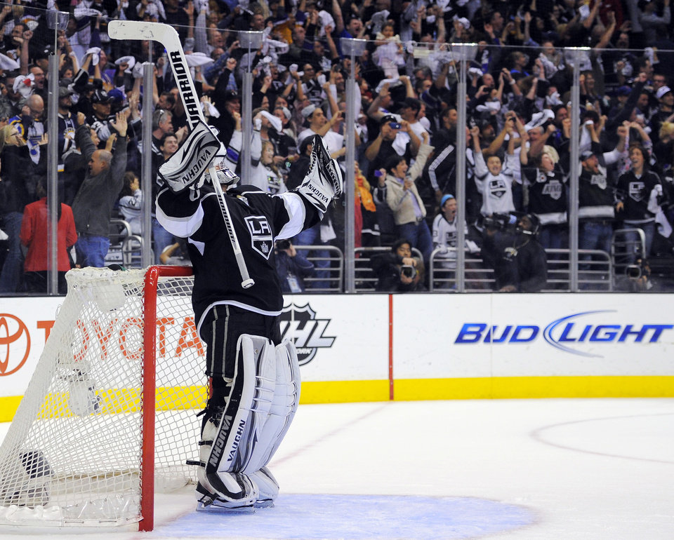 Photo -   Los Angeles Kings goalie Jonathan Quick raises his arms after the Kings scored an empty-net goal against the St. Louis Blues during the third period in Game 4 of an NHL hockey Stanley Cup second-round playoff series, Sunday, May 6, 2012, in Los Angeles. The Kings won 3-1 to win the series 4-0. (AP Photo/Mark J. Terrill)
