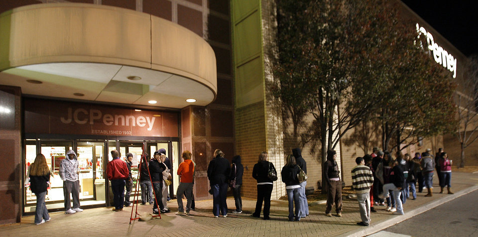 Photo - Black Friday. Line of shoppers outside the J.C. Penney's in Penn Square Mall before the doors opened at 4:00 A.M., Friday, November 27, 2009. By David McDaniel, The Oklahoman.