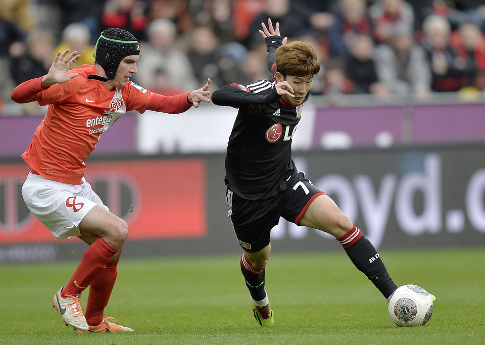 Photo - Mainz's Christoph Moritz, left, and Leverkusen's Son Heung-min  of South Korea challenge for the ball during the German Bundesliga soccer match between Bayer Leverkusen and FSV Mainz 05 in Leverkusen,  Germany, Saturday, March 1, 2014. (AP Photo/Martin Meissner)