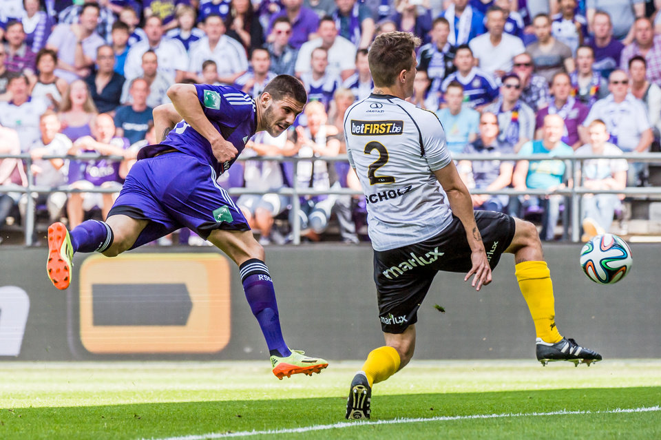 Photo - RSC Anderlecht player Aleksandar Mitrovic, left, scores during the Jupiler Pro League play-offs match against Sporting Lokeren at the Contstant Vandenstock stadium in Brussels, Sunday May 18, 2014. (AP Photo/Geert Vanden Wijngaert)
