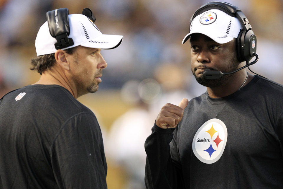Photo -   Pittsburgh Steelers head coach Mike Tomlin, right, talks with offensive coordinator Todd Haley during their NFL preseason football game against the Carolina Panthers in Pittsburgh, Thursday, Aug. 30, 2012. (AP Photo/Gene J. Puskar)