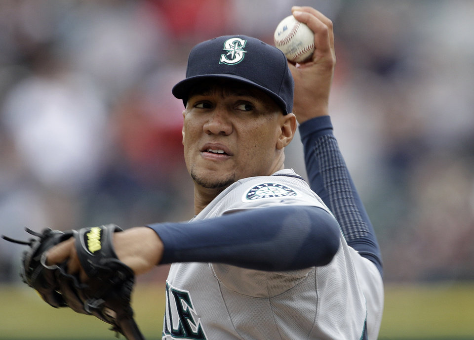 Photo -   Seattle Mariners starting pitcher Hector Noesi throws against the Detroit Tigers in the first inning of a baseball game in Detroit, Thursday, April 26, 2012. (AP Photo/Paul Sancya)