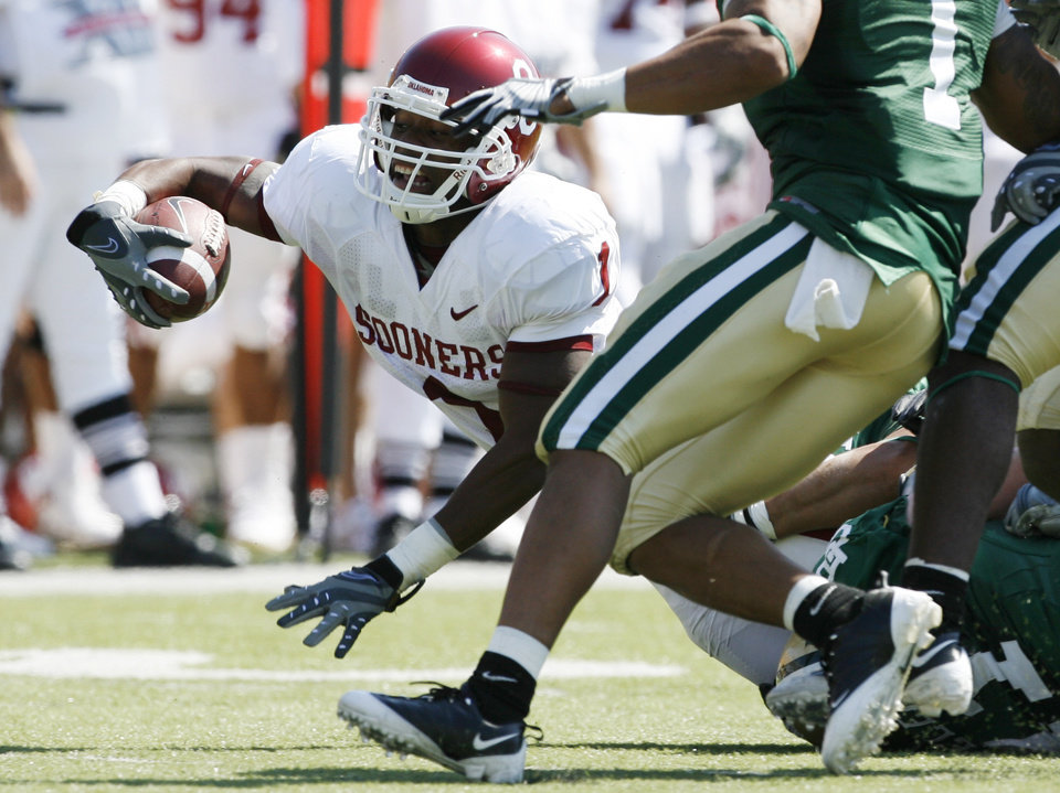 Manuel Johnson stretches for more yardage in the first half during the college football game between Oklahoma (OU) and Baylor University at Floyd Casey Stadium in Waco, Texas, Saturday, October 4, 2008.   BY STEVE SISNEY, THE OKLAHOMAN