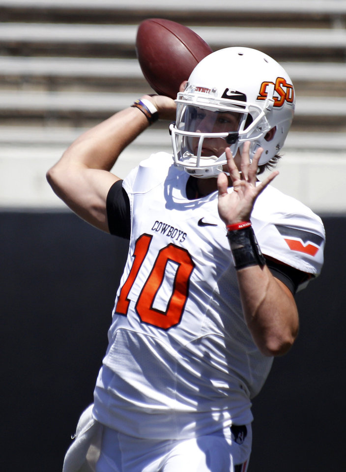 Oklahoma State quarterback Clint Chelf throws during a spring NCAA college football game in Stillwater, Okla., Saturday, April 21, 2012. (AP Photo/Sue Ogrocki)