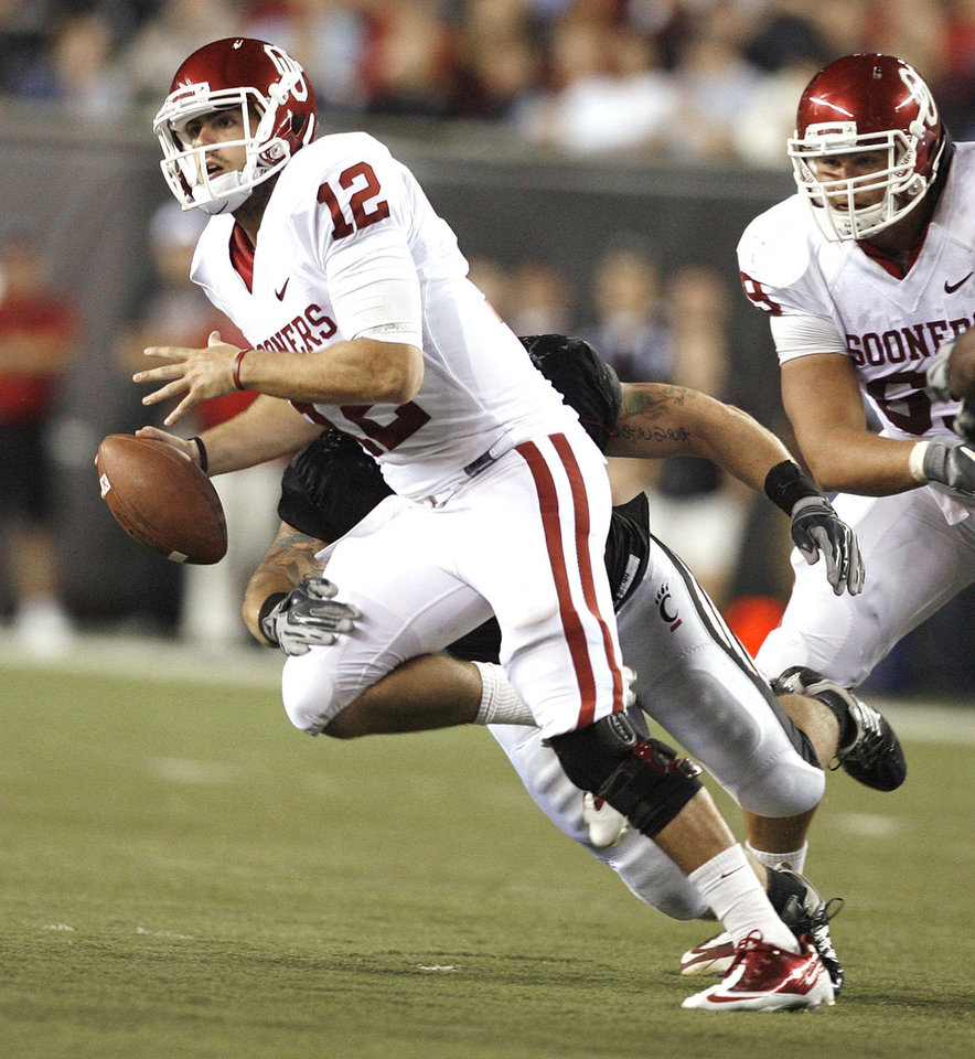 Photo - Sooner quarterback Landry Jones (12) scrambles during the second half of the college football game between the University of Oklahoma Sooners (OU) and the University of Cincinnati Bearcats (UC) at Paul Brown Stadium on Saturday, Sept. 25, 2010, in Cincinnati, Ohio.   Photo by Steve Sisney, The Oklahoman