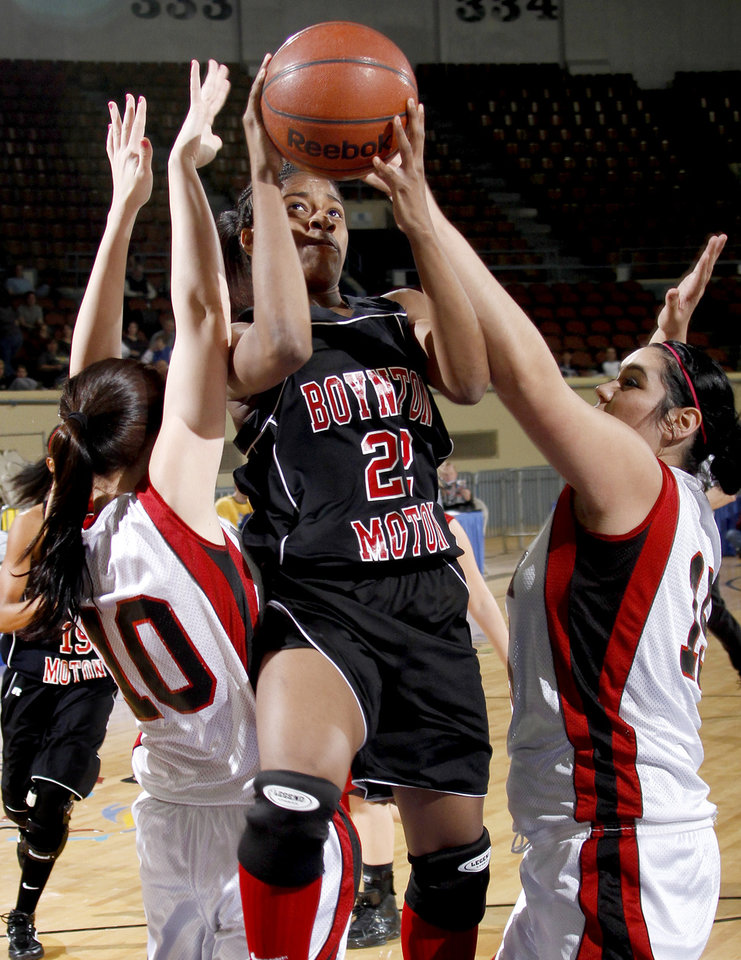 Photo - Boynton-Moton's Breanna Hutchinson goes to the basket between Frontier's Tiffany Young, left, and Hope Conneywerdy during the Class B girls basketball state tournament at the State Fair Arena in Oklahoma City, Friday, March 5, 2010.  Photo by Bryan Terry, The Oklahoman