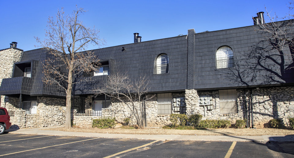 Photo -  The Brittany Apartments, 2620 N Meridian Ave., 110 units built in 1970, sold in September for $3,429,910, or $31,181 per unit, according to Commercial Realty Resources Co. [PHOTO BY CHRIS LANDSBERGER, THE OKLAHOMAN]