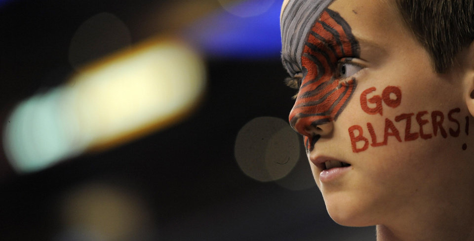 Photo - Portland Trail Blazers fan Kyle Stewart, 11, of Wildomar, Calif., watches the Blazers warm up before a basketball game against the Los Angeles Clippers in Los Angeles, Wednesday, April 7, 2010. (AP Photo/Chris Pizzello) ORG XMIT: LAS101