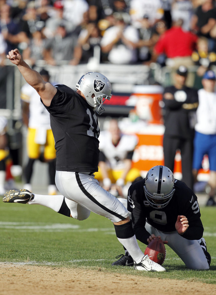 Photo -   Oakland Raiders kicker Sebastian Janikowski, left, kicks a 43-yard field goal to win the game against the Pittsburgh Steelers during the fourth quarter of an NFL football game in Oakland, Calif., Sunday, Sept. 23, 2012. Oakland won 34-31. (AP Photo/Tony Avelar)