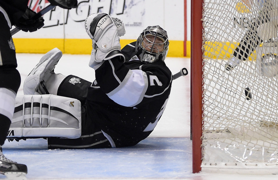 Photo - Los Angeles Kings goalie Jonathan Quick is scored on by Anaheim Ducks right wing Devante Smith-Pelly during the first period in Game 4 of an NHL hockey second-round Stanley Cup playoff series, Saturday, May 10, 2014, in Los Angeles. (AP Photo/Mark J. Terrill)
