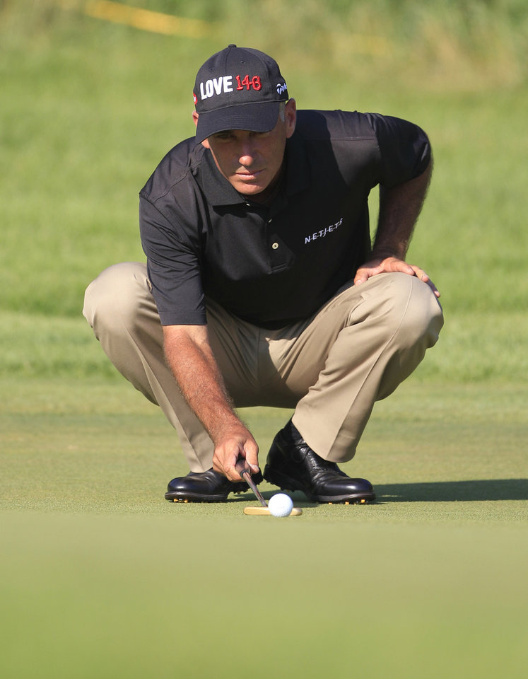 Photo -   Corey Pavin lines his putt on the ninth hole during the first round at the U.S. Senior Open golf tournament at the Indianwood Golf and Country Club in Lake Orion, Mich., Thursday, July 12, 2012. (AP Photo/Carlos Osorio)