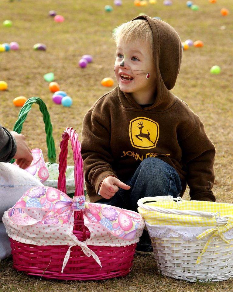 Photo - Thomas Hubbell, 2, gets his basket ready for the hunt at the Cleveland County YMCA Community Easter Egg Hunt on Saturday, March 30, 2013 in Norman, Okla.  Photo by Steve Sisney, The Oklahoman
